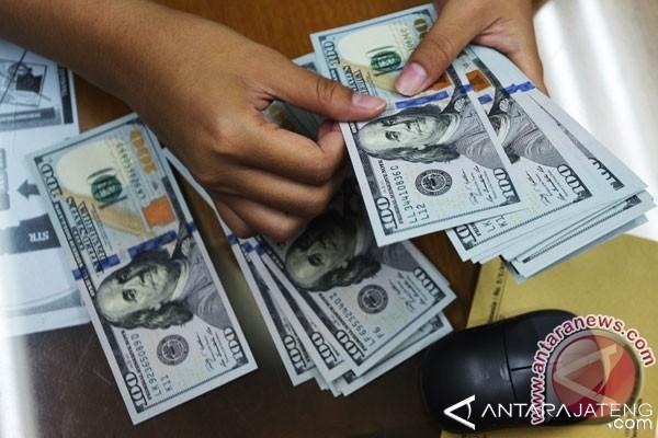 Dolar AS Menguat di Tengah Pernyataan Pejabat Fed