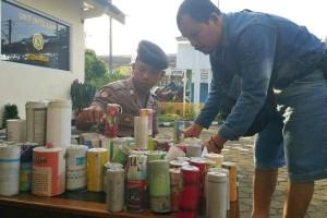 Polisi Cilacap Sita Ribuan Butir Petasan dari Pedagang