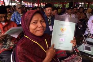 Bupati Pekalongan Serahkan 1.000 Sertfikat Tanah
