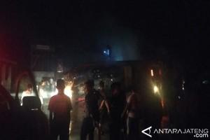 Polisi Buru Sopir Truk Kecelakaan Maut di Alas Roban