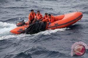 Tim SAR Gabungan Evakuasi dan Cari 40 Penumpang Speedboat yang Tenggelam