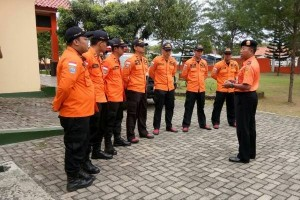 Personel Basarnas diberangkatkan evakuasi korban longsor Brebes