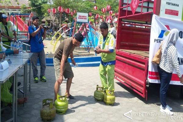 Warga Solo Ramaikan Operasi Pasar Elpiji Subsidi