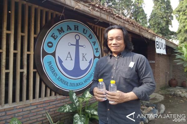 Thomas Olah Air Hujan untuk Sajian Restorannya