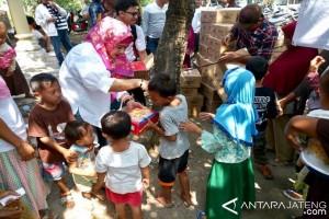 Dewi Aryani Laksanakan Pengobatan Gratis di Tegal
