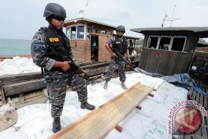 Tim  WFQR Lantamal IV Tangkap 29 Pelaku Pendaratan TKI Ilegal