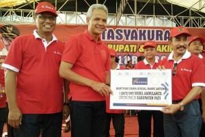 Bank Jateng Bantu Mobil Ambulans ke PMI Pati