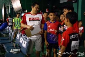 Calon Bupati Kudus badminton bareng mantan juara All England