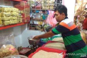 Pasokan lancar, harga beras medium di Purwokerto berangsur turun