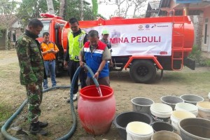 Pertamina Cilacap Salurkan Bantuan Air Bersih