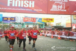 Sejumlah Pejabat Ikuti Lomba Lari Half Marathon