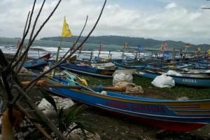 Cuaca Buruk, Puluhan Kapal Nelayan Cilacap Rusak