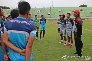 Pelatih Freddy Mulli Pimpin Latihan Perdana Persis