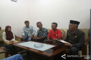 Pendukung Kandang Sapi Temui Ketua DPRD Batang