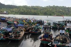 Ribuan Nelayan Cilacap Tidak Melaut Akibat Cuaca Buruk