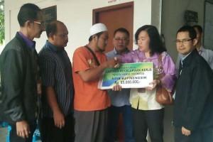 Ahli Waris Korban Kecelakaan Kerja di Malaysia Terima Santunan