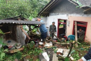 One Dead, One Injured In Landslide In Purworejo, Central Java