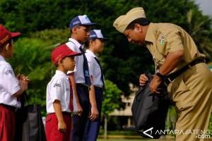 Pemkot Magelang Beri Bantuan Seragam Sekolah