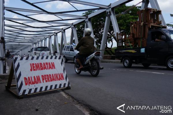 Pemkot Akan Uji Kekuatan Jembatan Mojo