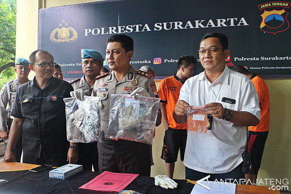 Police Arrest Six Drug Suspects in Solo