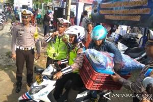 Setelah Ditilang, Pelaku Pelanggaran Diantar Pulang Polisi