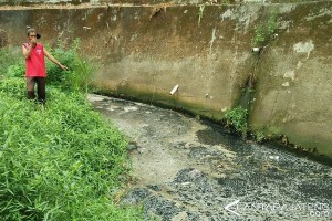 Warga Keluhkan Pencemaran Limbah di Sungai Dawe