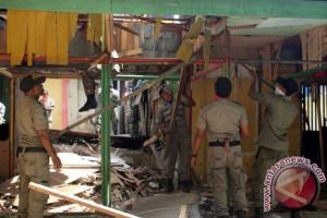 Pemprov Jateng Bongkar Belasan Kios di Batang