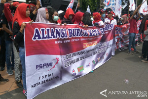 Seribuan Buruh Semarang Demonstrasi Tuntut Upah Layak