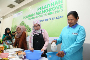Pertamina Latih Masyarakat Olah Pangan Berbahan Mangrove