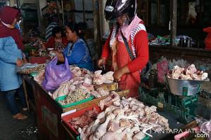 Stok Menipis, Harga Daging Ayam di Solo Mulai Naik