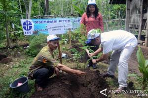 Lipi Bantu Ribuan Bibit Sengon dan Kopi di Temanggung