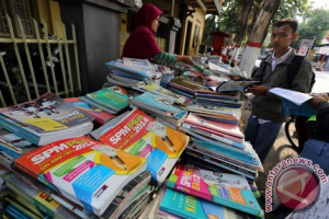 Pedagang Buku Stadion Khawatir Sepi Setelah Direlokasi