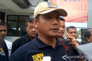 Petugas Gabungan Razia di Lapas Narkotika Nusakambangan