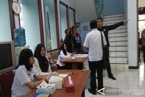 Anggota DPRD Batang Marah Saat Diperiksa BNN