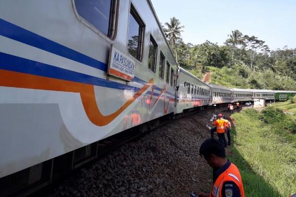 Sempat Ditutup, Jalur Lintas Selatan Bisa Dilewati Kereta Api