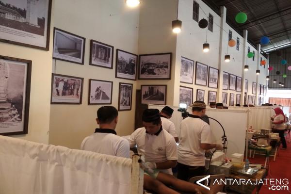 Warga Tiga Kabupaten Minati Khitan Gratis
