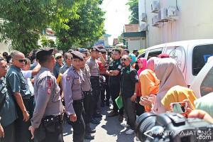 Sempat Dapat Perlawanan, PN Surakarta Eksekusi Rumah Warga