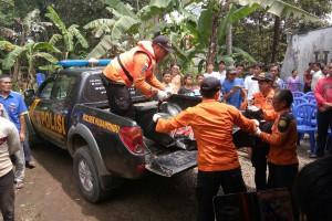 Basarnas Evakuasi Korban Tewas Tenggelam di Pantai Jetis