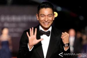Andy Lau Terima Gelar Doktor HC dari Universitas Hongkong