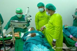 Puluhan warga Cilacap ikuti operasi katarak gratis