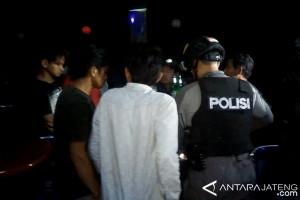 Petugas gabungan razia tempat hiburan malam di Banyumas