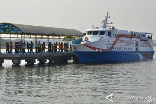 Gelombang tinggi, pelabuhan Jepara ditutup sementara