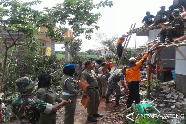 185 rumah korban puting beliung Pemalang diperbaiki