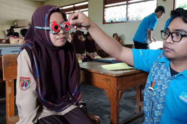 LCW Dieng bagikan 250 kacamata untuk pelajar
