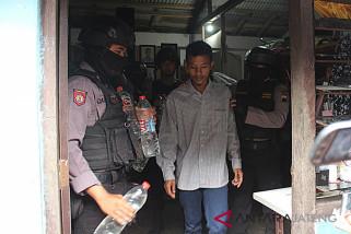 Polisi tangkap seorang penjual ciu di Solo