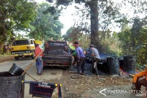 Akses jalan proyek tol Batang-Pemalang diberpaiki