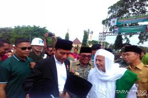 Ribuan santri di Pekalongan sambut kedatangan Presiden Jokowi