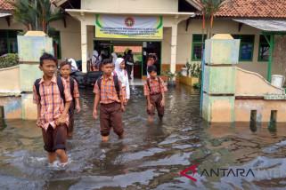 Bupati Batang ingatkan warga waspada cuaca ekstrem