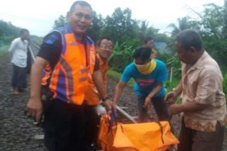 Pengendara sepeda motor tewas tertabrak KA Pasundan