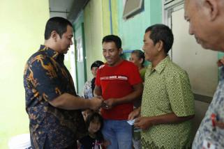 Wali kota antarkan KTP-e ke rumah warga